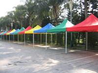 多种颜色帐篷